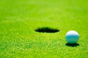Golf: un norvegese in vetta a Biella