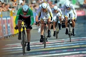 Ciclismo: la Milano-Torino è del colombiano Lopez
