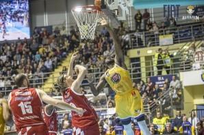 Basket: Fiat Torino bella solo a tratti, Pistoia non perdona