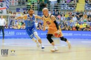 Basket: la Fiat Torino subisce un'altra rimonta e perde contro Sassari