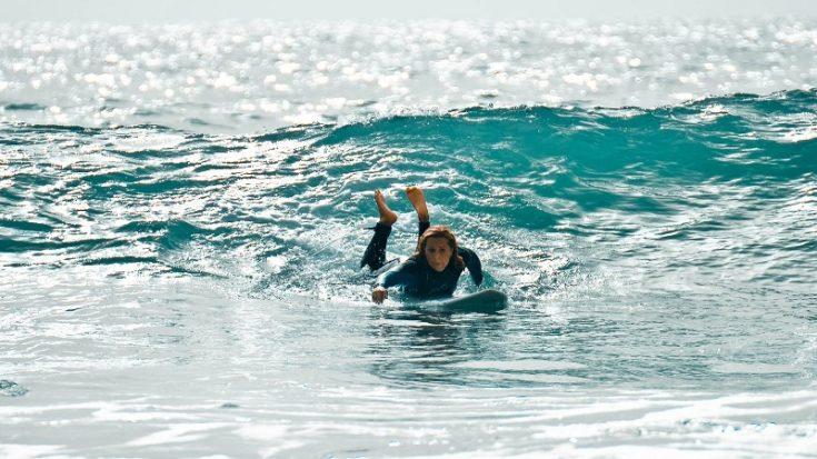 Giulia Manfrini sul surf
