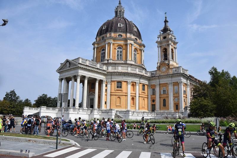 Ciclismo: Torino riabbraccia la Granfondo, 130 km dal Valentino a Superga