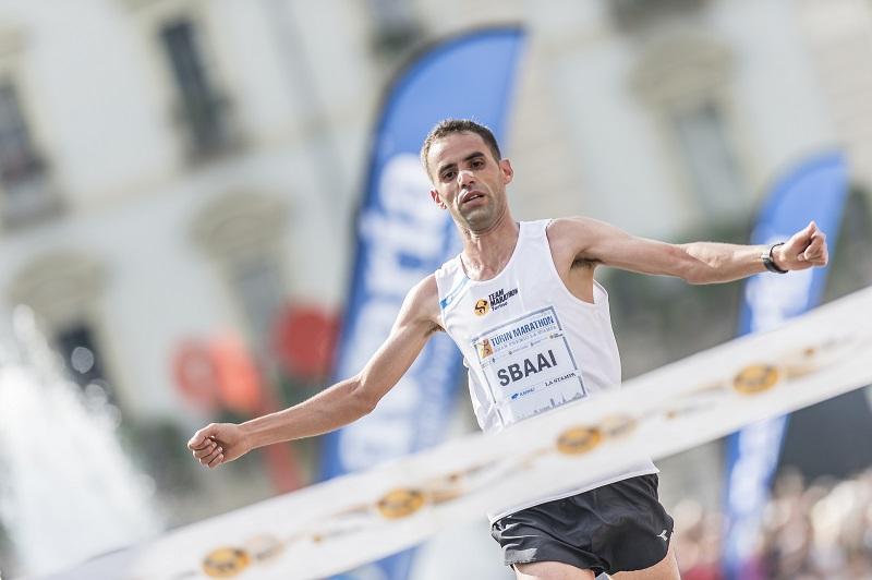 Maratona di Torino, l'italiano Giacobazzi batte gli africani e… lo smog